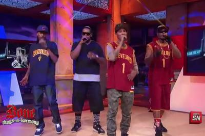 Bone Thugs-N-Harmony sings 'Crossroads' for latest Blake Griffin dunk victim
