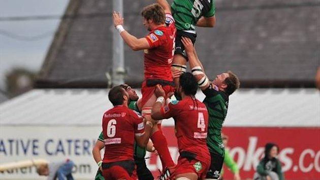 Scarlets contest lineout