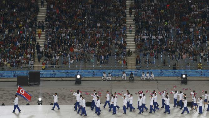 Flag bearer of Singapore Yeo Ee Foo Gary leads the team into the Opening Ceremony of the 17th Asian Games in Incheon