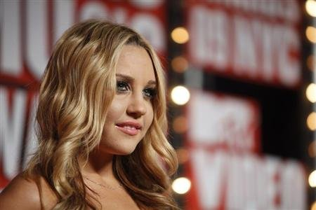 Actress Amanda Bynes arrives at the 2009 MTV Video Music Awards in New York