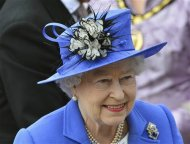Britain&#39;s Queen Elizabeth arrives at the Epsom Derby festival in Epsom, southwest of London