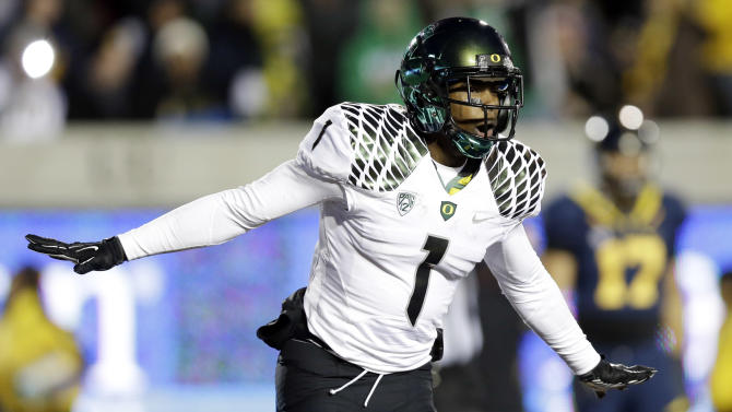 Oregon wide receiver Josh Huff (1) celebrates after his 35-yard toucdown catch against California during the second half of an NCAA college football game in Berkeley, Calif., Saturday, Nov. 10, 2012. (AP Photo/Marcio Jose Sanchez)
