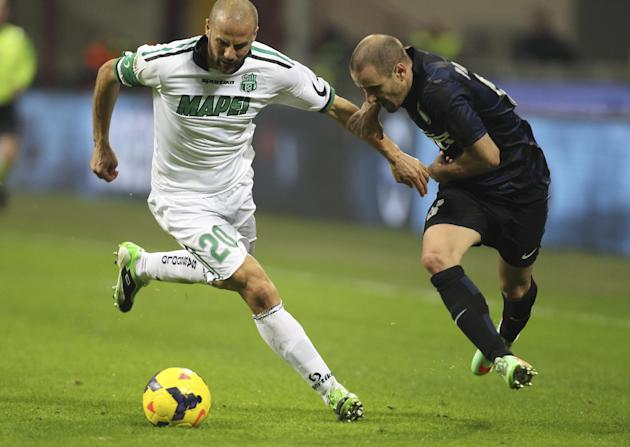 Inter Milan forward Rodrigo Palacio, right, of Argentina, challenges for the ball with Sassuolo defender Paolo Bianco during the Serie A soccer match between Inter Milan and Sassuolo at the San Siro s