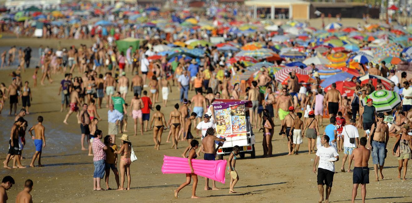 Spain works to lure tourists from beach to shops