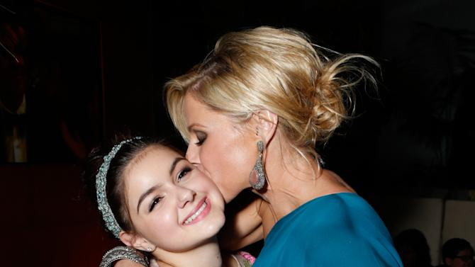 IMAGE DISTRIBUTED FOR FOX SEARCHLIGHT - Actresses Ariel Winter, left, and Julie Bowen attend the Fox Golden Globes Party on Sunday, January 13, 2013, in Beverly Hills, Calif. (Photo by Todd Williamson/Invision for Fox Searchlight/AP Images)