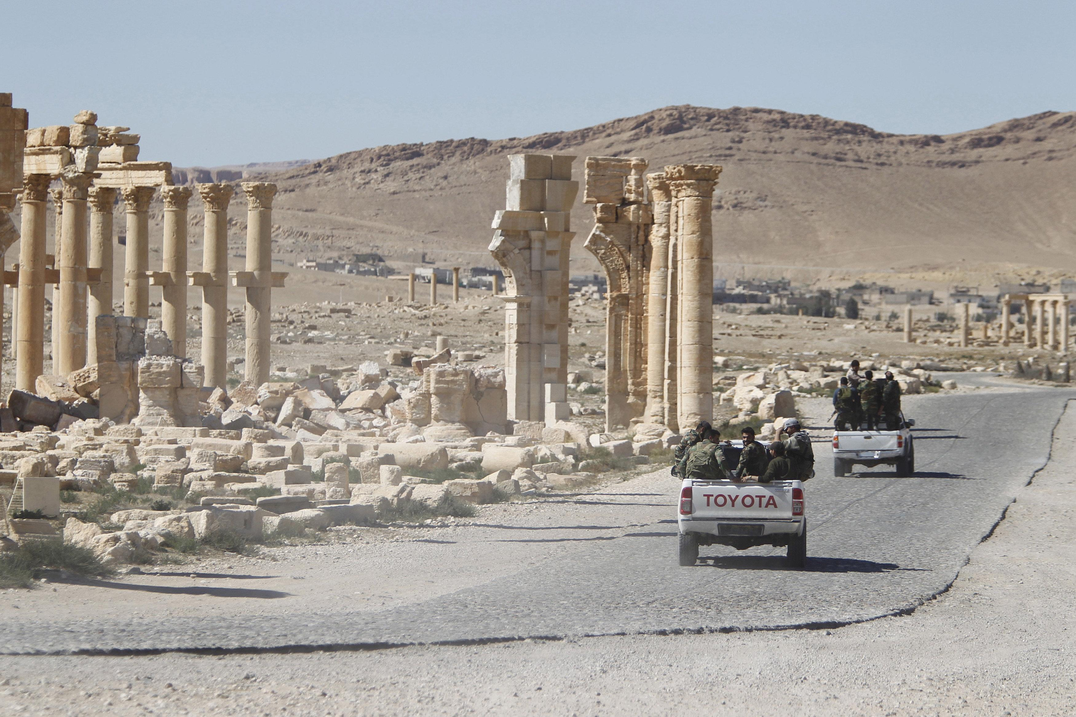 Russian air strikes force Islamic State retreat in Syria's Palmyra: monitor
