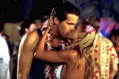 Van Wilder ( Ryan Reynolds ) and Gwen, the journalism student ( Tara Reid ) in Artisan's National Lampoon's Van Wilder