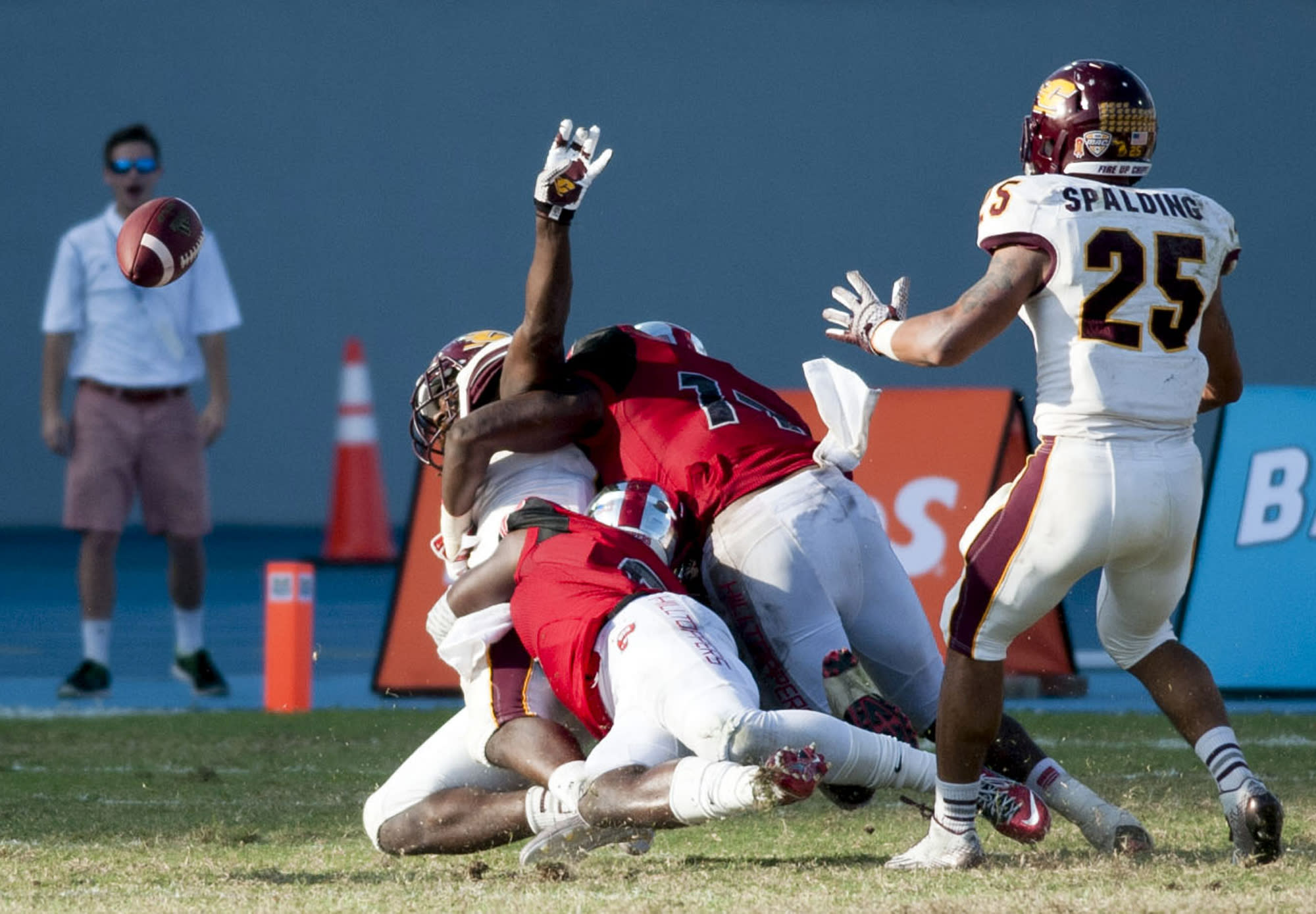 Central Michigan falls to Western Kentucky, 49-48