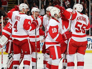 Red Wings aim for NHL-record home win streak