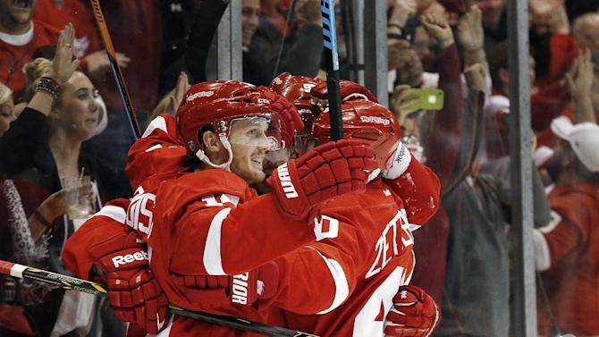 Red Wings open with a win, edge Bruins 2-1