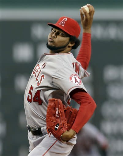 Trumbo hits 30th homer as Angels beat Red Sox 5-3