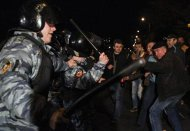 Russian police scuffle with protesters in the Biryulyovo district of Moscow October 13, 2013. REUTERS/Maxim Shemetov (