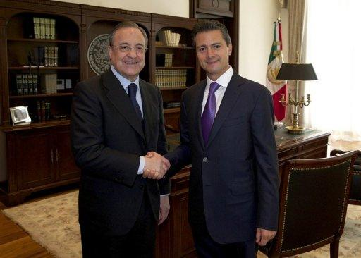 Mexico President Enrique Pena Nieto (R) meets with Real Madrid president Florentino Perez in Mexico City on July 9, 2013