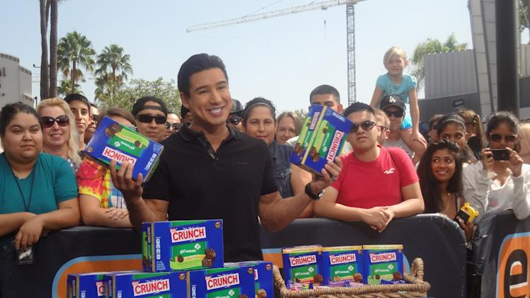 "IMAGE DISTRIBUTED FOR NESTLE -Fans received Nestlé Crunch Girl Scout Candy Bars during a live taping of Emmy Award winning ""Extra"" at Universal Studios Hollywood with host Mario Lopez featuring the ""Let's Get Her To Camp"" campaign to help send hundreds of girls to Girl Scout camp next summer through NestleCrunch.com/LetsGetHerToCamp. #LetsGetHerToCamp"