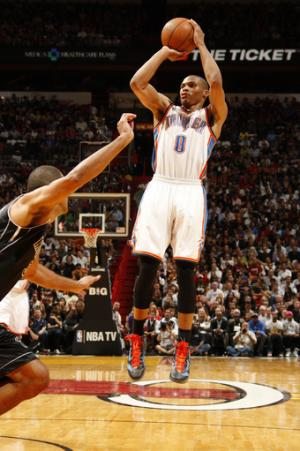 Heat win 17th straight at home, top Thunder, 98-93