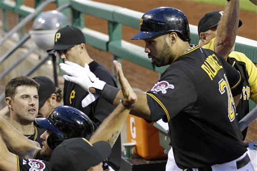 Locke wins 8th straight, Pirates beat Phillies 6-5