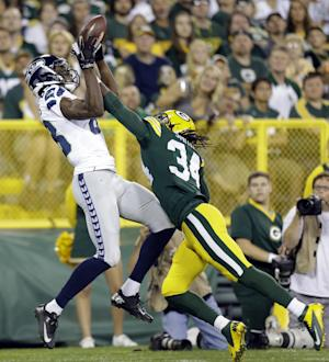 Michael sparks Seattle in 17-10 win over Packers