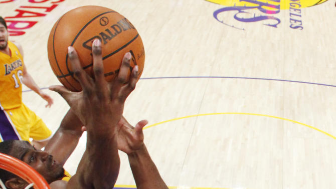 Los Angeles Clippers' Chris Paul, right, reaches for a rebound against Los Angeles Lakers' Andrew Bynum, left, during the first half of an NBA preseason basketball game in Los Angeles on Monday, Dec. 19, 2010. (AP Photo/Danny Moloshok)