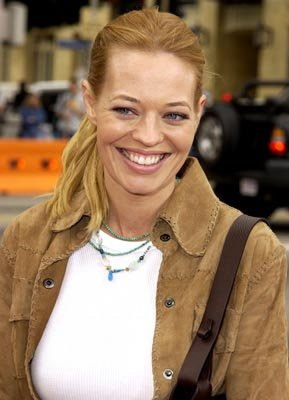 Premiere: Jeri Ryan at the Hollywood premiere of Scooby Doo - 6/8/2002