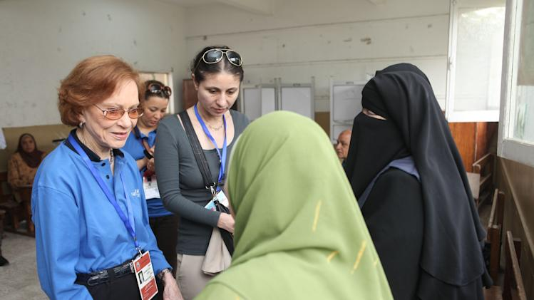 Former US first lady Rosalynn Carter,  left, speaks with a poll worker inside a polling station in the Sayeda Aisha neighborhood of Cairo, Egypt, Wednesday, May 23, 2012. The Carter Center is in Egypt to monitor the presidential elections. Egyptians went to the polls on Wednesday morning to elect a new president after the fall of ex-President Hosni Mubarak last year. (AP Photo/Thomas Hartwell)