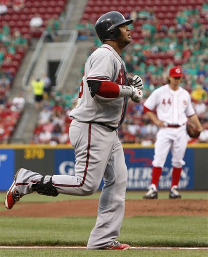 Leake homers, Reds hit 4 in 4-1 win over Braves