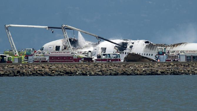Asiana airplane crashes at San Francisco airport