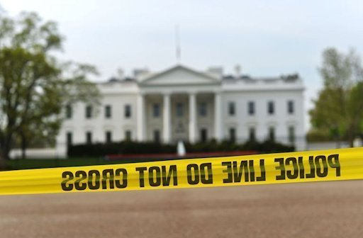 Police cordon off the area in front of the White House in Washington, DC, on April 17, 2013