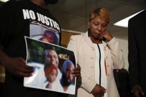 FILE - In this Aug. 11, 2014 file photo, Lesley McSpadden, …