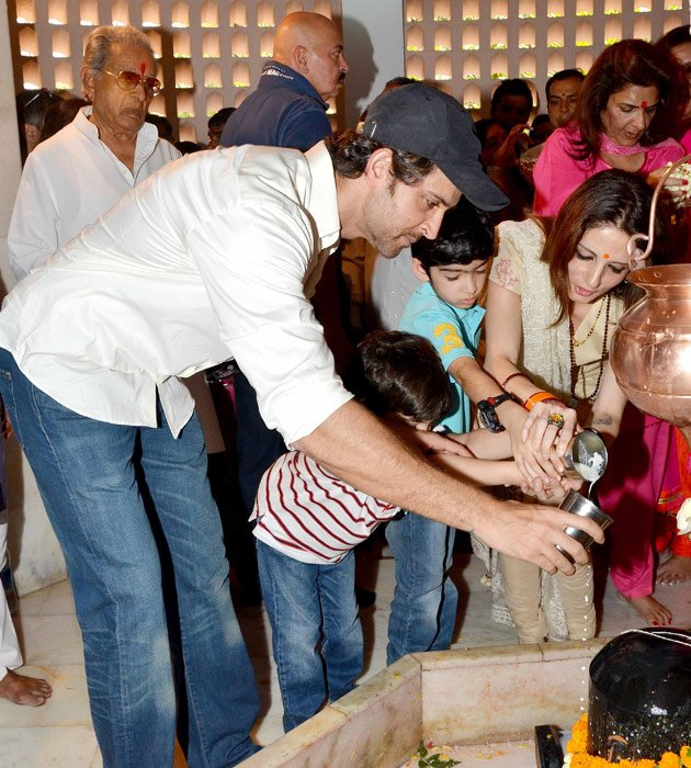 Hrithik celebrates Mahashivratri with family