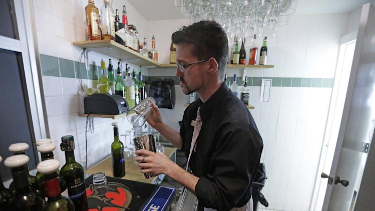 Utah liquor bill aims to take down 'Zion curtains'