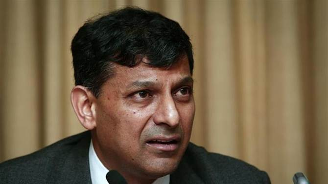 Reserve Bank of India (RBI) Governor Raghuram Rajan speaks during a news conference after the mid-quarter monetary policy review at the RBI headquarters in Mumbai September 20, 2013. REUTERS/Danish Siddiqui/Files