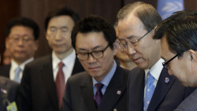 "FILE - In this May 6, 2013 photo, South Korean president's chief spokesman Yoon Chang-jung, top center,  watches South Korean President Park Geun-hye sign the guest book beside UN Secretary General Ban Ki-moon, second right, at United Nations headquarters. President Park's office says she has fired Yoon after a ""disgraceful incident"" during Park's trip to the United States. Media reports say the spokesman was accused of sexual abuse. (AP Photo/Richard Drew, File)"