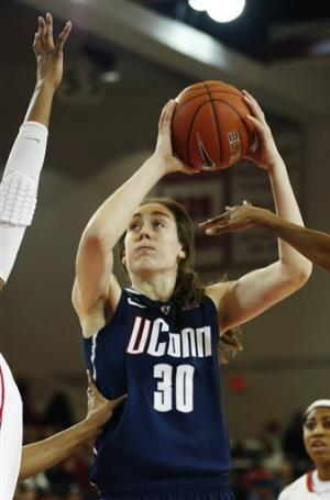 No. 3 UConn women rally to beat St. John's 71-65