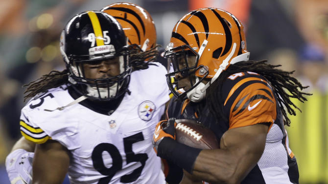 Cincinnati Bengals running back BenJarvus Green-Ellis (42) runs against Pittsburgh Steelers linebacker Jarvis Jones (95) in the first half of an NFL football game, Monday, Sept. 16, 2013, in Cincinnati. (AP Photo/Al Behrman)