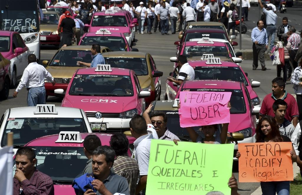 Mexico cab drivers snarl traffic in anti-Uber demo