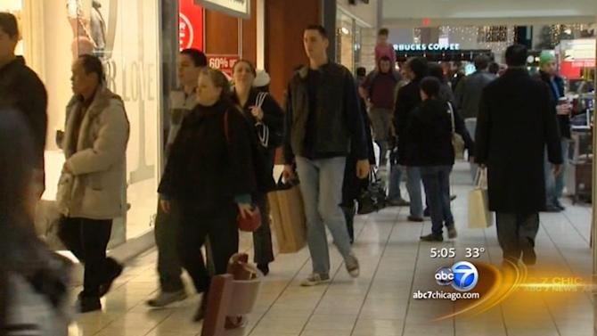 Last-minute shoppers hesitate to spend during final weekend