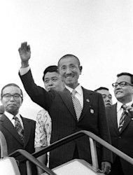This picture taken on March 12, 1974 shows former Japanese imperial army soldier Hiroo Onoda (C) waving upon his return home at Tokyo international airport after living for some 30 years in the Philippine jungle