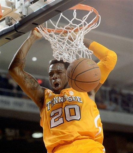 Tennessee pulls away for 82-75 win over Auburn