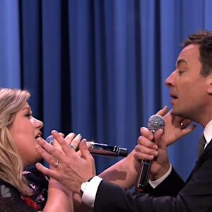 Jimmy Fallon and Kelly Clarkson Duet Up