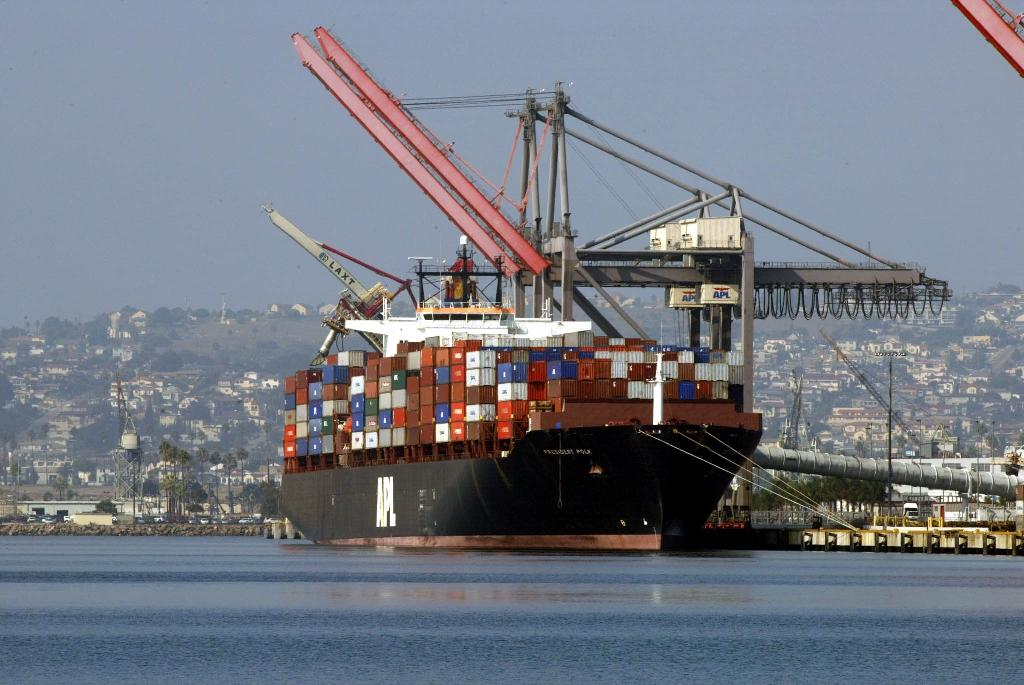 US trade deficit jumps in August as exports fall