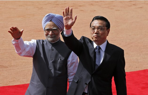 File photo of Chinese Premier Li and India's PM Singh waving towards the media during Li's ceremonial reception in New Delhi