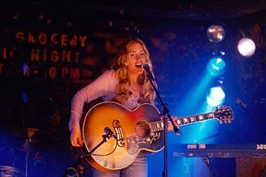 Piper Perabo as Violet Sanford in Touchstone's Coyote Ugly