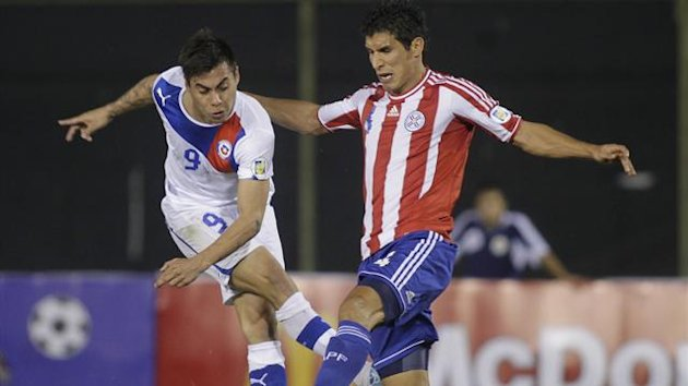 Chile's Eduardo Vargas (L) battles Paraguay's Marcos Caceres during their 2014 World Cup qualifying game (Reuters)