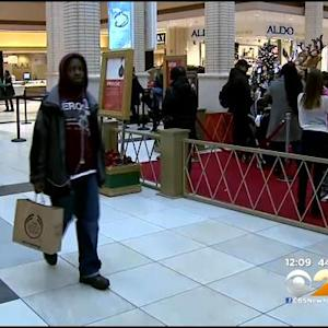 Last Minute Christmas Shoppers Hit Stores