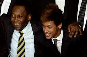 Pele: Neymar five years behind Messi