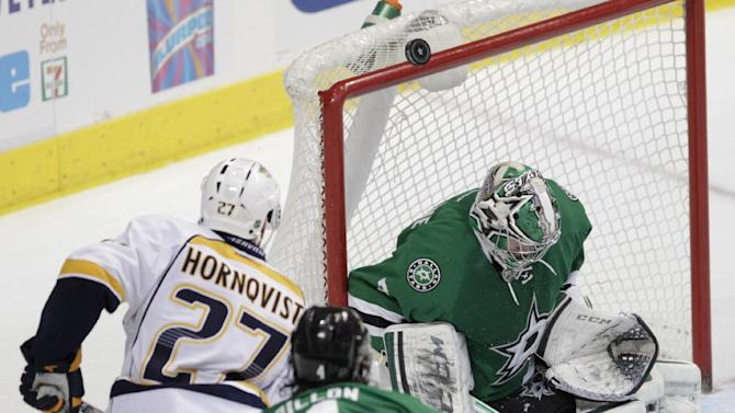 Cole scores 2 goals in Stars' win over Predators