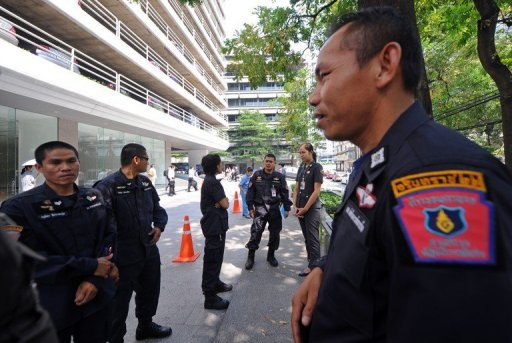 <p>File photo shows Thai police and a commando unit standing guard near the main entrance of the building housing the Israeli embassy in Bangkok. A Malaysian court has approved the extradition of an Iranian to Thailand on suspicion of being involved in an alleged bomb plot against Israeli diplomats in the country.</p>