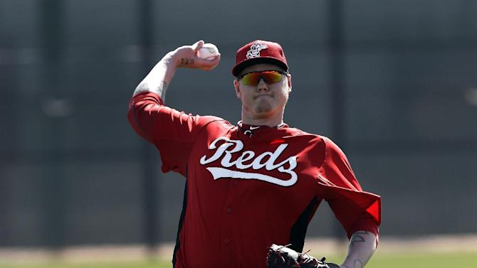 Cincinnati Reds pitcher Mat Latos throws during spring training baseball in Goodyear, Ariz., Monday, Feb. 18, 2013.  (AP Photo/Paul Sancya)
