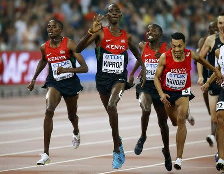 Kenyan Kiprop retains 1,500 title with late surge