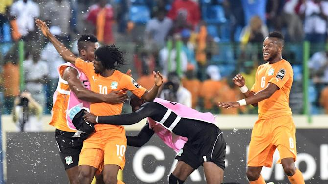Ivory Coast's forward Gervinho (2ndL) is congratulated by teammates after scoring a goal during the 2015 African Cup of Nations quarter final football match between Ivory Coast and Algeria in Malabo, on February 1, 2015